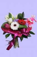 Букеты из живых цветов с игрушками 0403