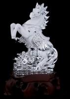 Лошадь со слитками серебра