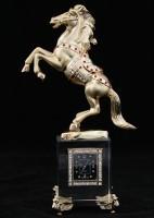 Лошадь с часами