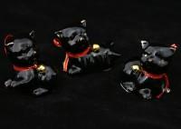 Котята чёрные с бубенчиками